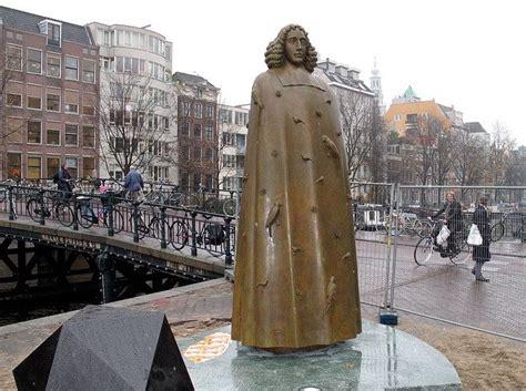 Spinoza: Iedereen gelooft…
